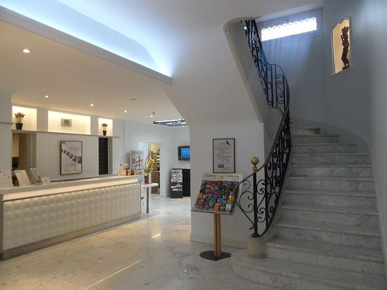 Kyriad Tours Centre lobby