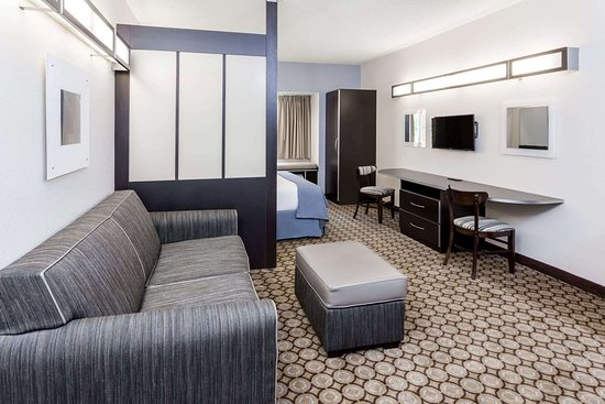 Microtel Inn & Suites by Wyndham Elkhart: Guest room