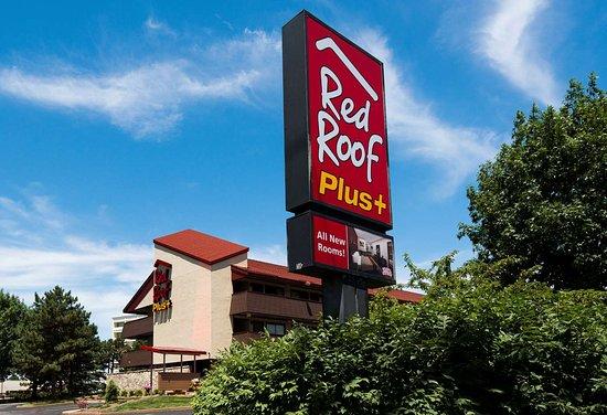 Red Roof Inn Plus St Louis-Forest Park/Hampton Avenue: Inn Exterior