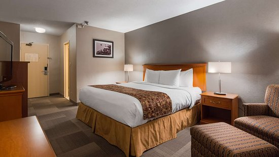 Best Western St. Catharines Hotel & Conference Centre: Guest Room