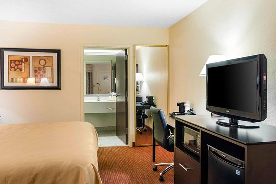 Quality Inn at Albany Mall: Guest room with added amenities