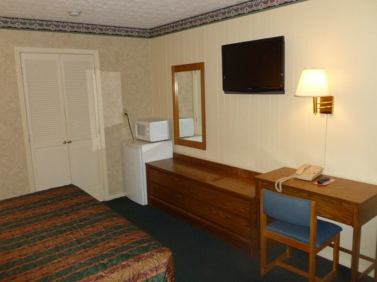 Guest Keeper Inn Van Wert OH Bed