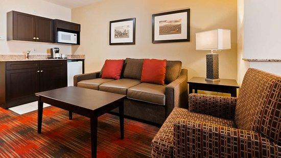 Best Western Plus Red Deer: King Suite
