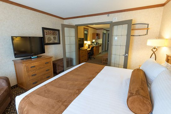 Best Western Plus Fernie Mountain Lodge: Executive Suite Bedroom