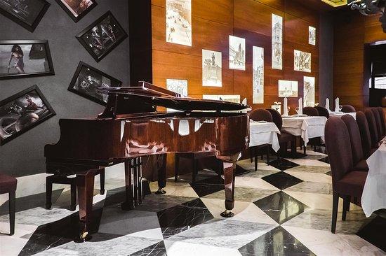 Duke Hotel: Interior