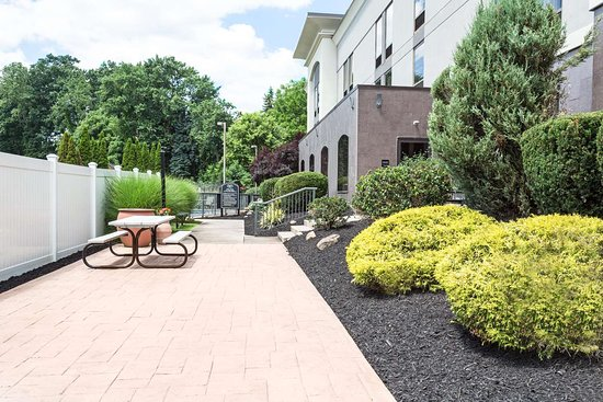 Hampton Inn Pittsburgh/West Mifflin: Hotel Courtyard