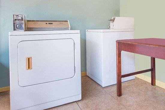 Days Inn by Wyndham Albany: Laundry