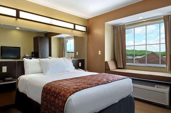 Microtel Inn & Suites by Wyndham Marietta: Standard One Queen Room