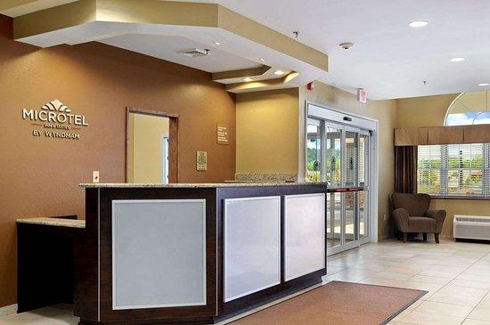 Microtel Inn & Suites by Wyndham Marietta: Lobby
