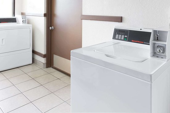 Days Inn by Wyndham Holland: Laundry
