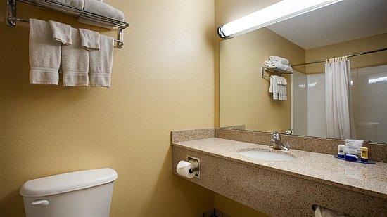 Hubbard, OH: Bathroom