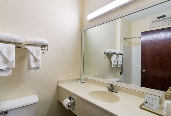 Harvey, IL: Bathroom in guest room