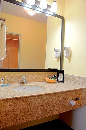 Best Western Mason Inn: Guest Bathroom