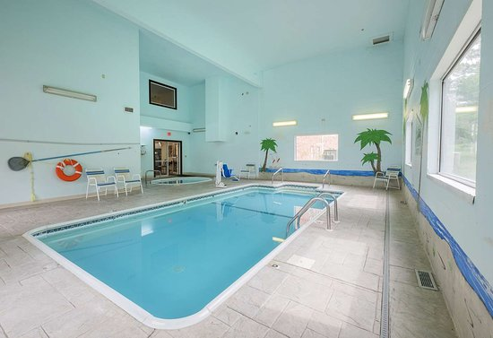Red Roof Inn St. Robert: Indoor Pool
