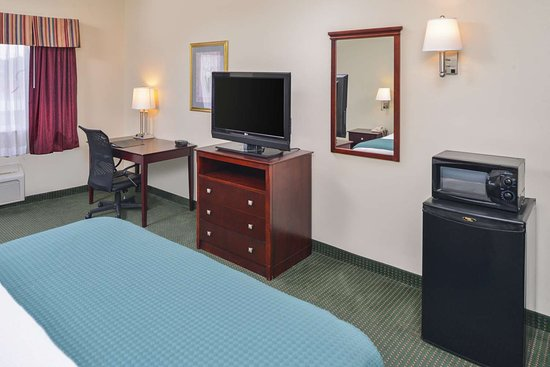 Americas Best Value Inn - Wiggins: One King Bed Accessible