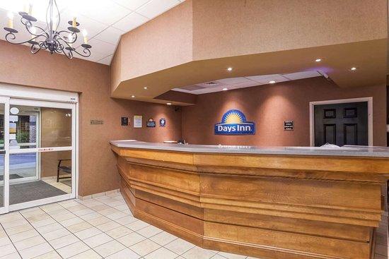 Days Inn by Wyndham Hershey: Lobby