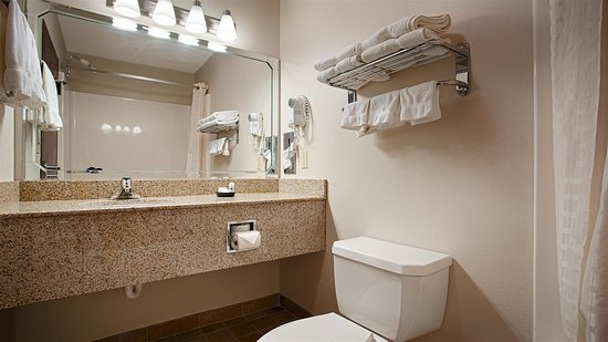 Okmulgee, OK: Guest Bathroom