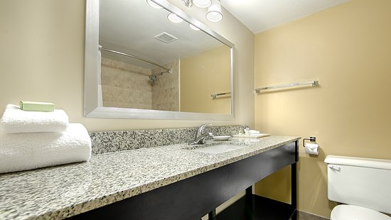 Best Western Plus Mariposa Inn & Conference Centre: Guest Bathroom