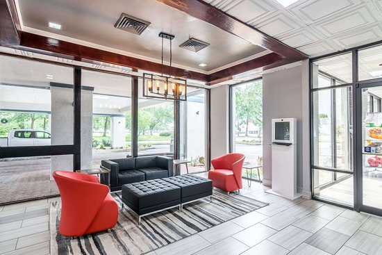 Quality Inn & Suites: Hotel lobby