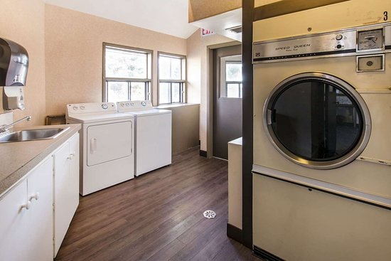 Quality Inn Medicine Hat: Guest laundry facilities