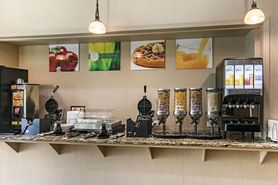 Quality Inn Medicine Hat: Breakfast counter