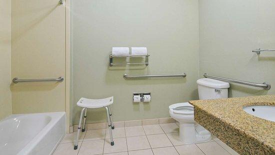 Wasco, CA: guest bathroom-ADA
