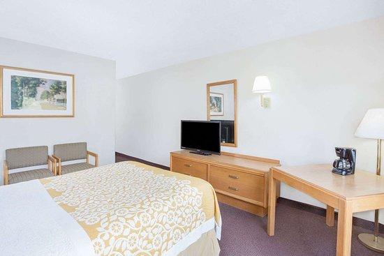 Days Inn by Wyndham Cambridge: Guest room