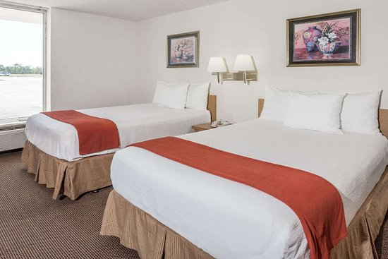 Days Inn by Wyndham Adel-South Georgia-Motorsports Park: 2 Double Bed Room