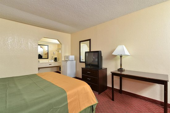 Americas Best Value Inn: King Bed