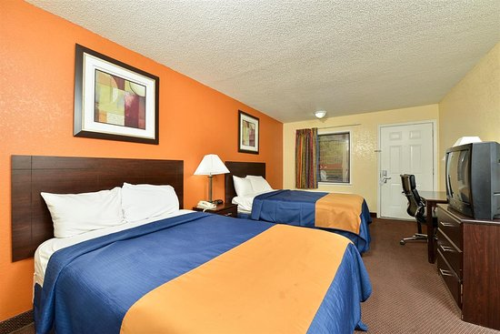Americas Best Value Inn: Double Beds