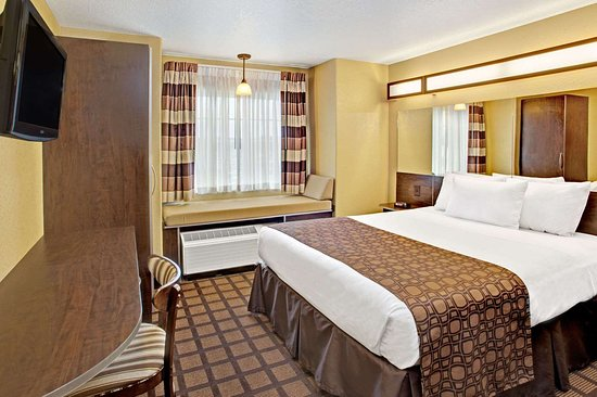 Microtel Inn & Suites by Wyndham Cartersville: One Queen Room
