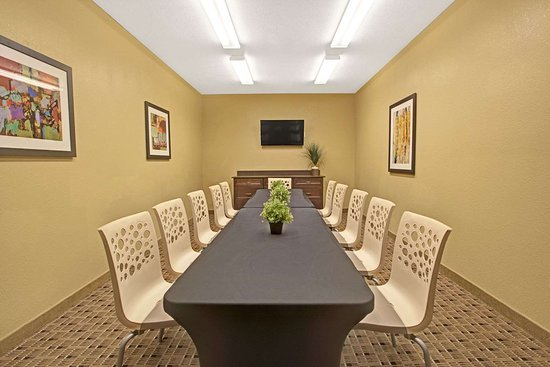 Microtel Inn & Suites by Wyndham Cartersville: Meeting Room