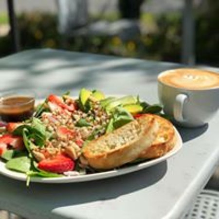 JavaHut Cafe & Bistro: New Sonoma Salad