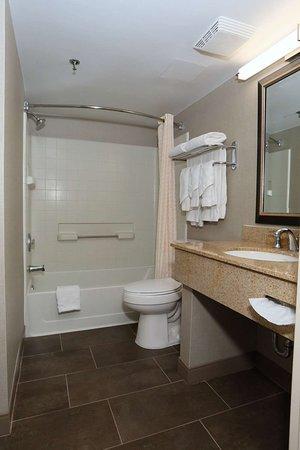 Best Western La Plata Inn: Suites Bathroom