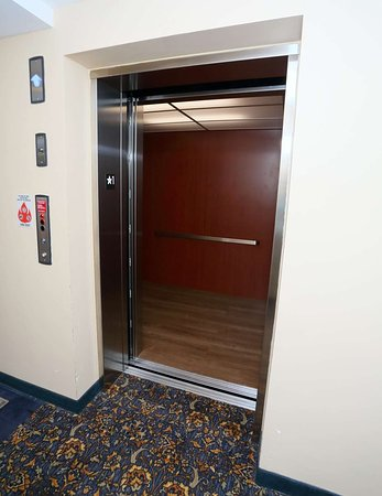 La Plata, MD: Elevator