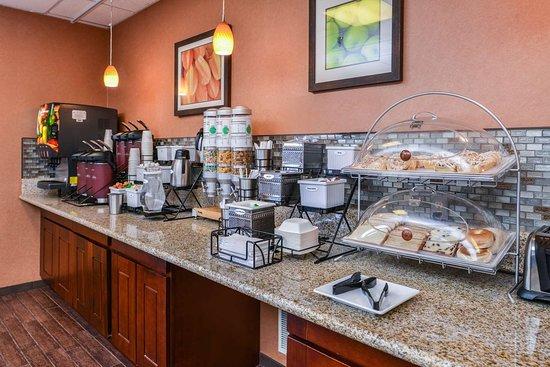 Best Western Plus Rama Inn: Breakfast Area