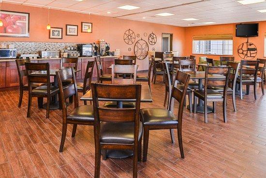 Best Western Plus Rama Inn: Breakfast Room