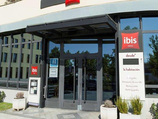 Ibis Valladolid: Exterior view