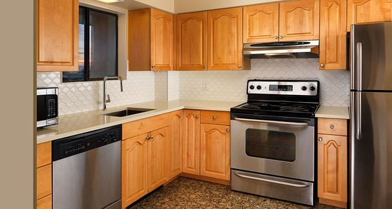 Best Western Plus Inner Harbour: Penthouse Kitchen