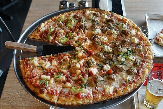 Pizza District: Delicious Pizza