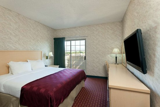 Ramada by Wyndham South El Monte: 1 King Bed Room