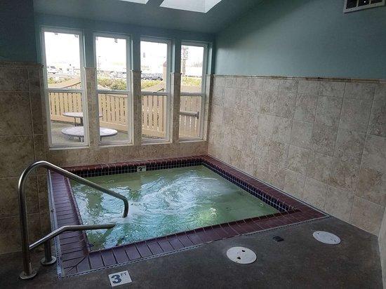 Best Western Plus Rivershore Hotel: Whirlpool