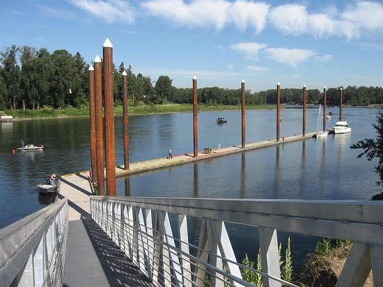 Best Western Plus Rivershore Hotel: Dock