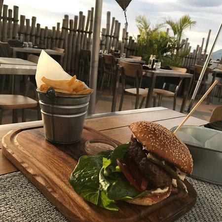 ENSO Restaurant & Bar Lounge: Killer beef burger