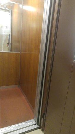 Hotel delle Muse: Elevator
