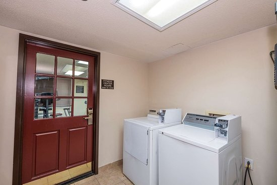 Red Roof Inn & Suites Stafford: Coin Laundry