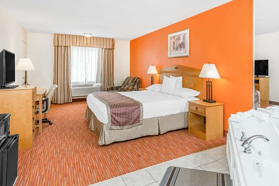 SureStay Hotel by Best Western Manning: King with Whirlpool