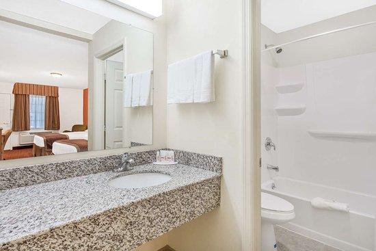 SureStay Hotel by Best Western Manning: Bathroom