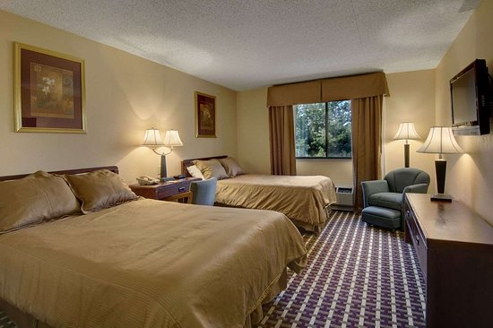 Days Inn by Wyndham Hillsborough: Standard Two Double Bed Room