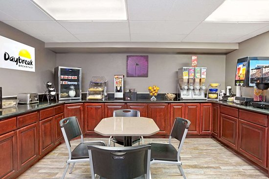 Days Inn by Wyndham West Covina: Breakfast Area